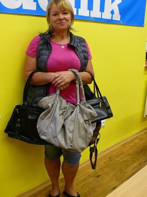 Lenka Nousková z Písku darovala do Kabelkového veletrhu Deník čtyři kabelky.