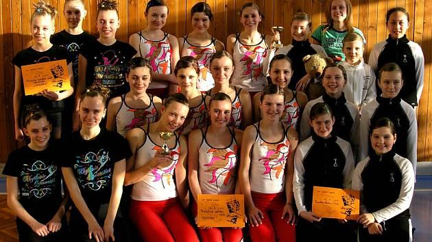 Dívky z Proactive Aerobic Clubu Milevsko si velmi dobře vedly v závodě týmových skladeb v Třebíči.
