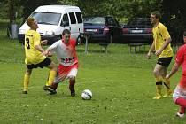 Za stálého deště se v sobotu hrálo utkání okresní III. třídy mužů, ve kterém už jistý vítěz soutěže, mužstvo 1. FC Boston Kluky, zvítězil nad béčkem SK Čimelice 2:1.