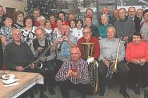 Seniorský fanklub ve Zlaté Hvězdě.