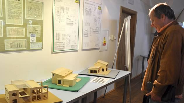 Z výstavy ke 130 letům učňovského školství, která je otevřena v písecké Sladovně.