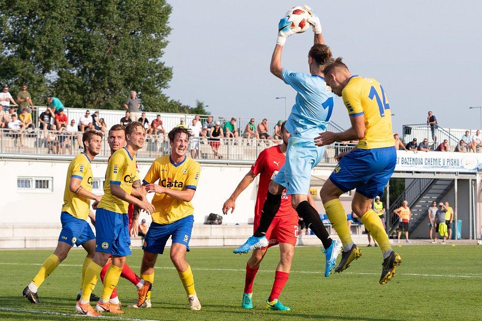 Momentka z pohárového souboje FC Písek - FK Teplice.