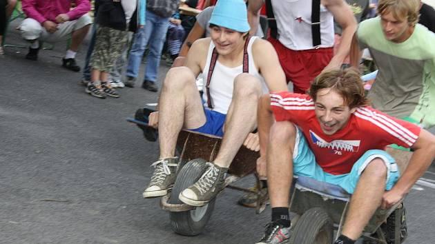 Závod kolců (koleček) v Radobytcích u Mirotic.
