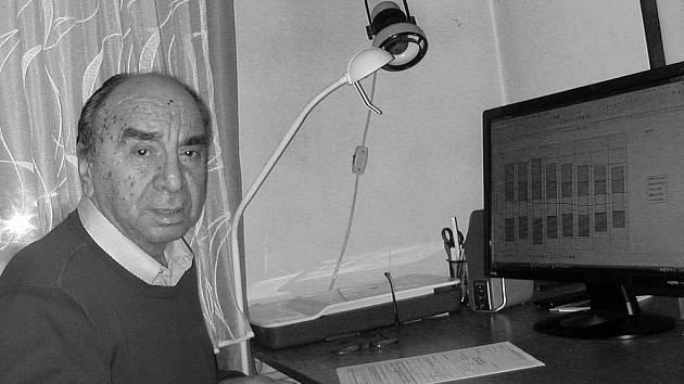 STATISTIK. Jiří Brůha z Písku se podílel na sčítáních lidu, bytů a domů v letech 1970 až 2001. Mezi čísly a grafy se cítí ve svém živlu i po odchodu do důchodu.