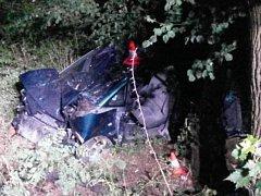 V sobotu před půlnocí u Kožlí havarovalo osobní auto, ve kterém cestovali čtyři lidé. Jeden spolujezdec na místě zemřel. Ostatní s těžkými zraněními odvezla záchranka.