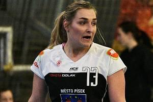 Pivotka Alena Stellnerová přispěla k vysokému vítězství píseckých házenkářek ve Zlíně třemi góly.