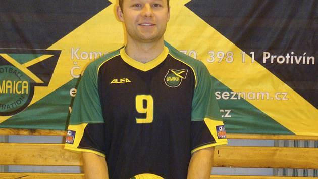 STŘELEC. Michal Jaroš (na snímku) vsítil v utkání jednu z branek svého týmu a přispěl tak k vítězství protivínské Jamaicy nad K–Pedros Tábor v poměru 6:3.