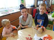 Veselé bramborování v mateřské škole v Chyškách.