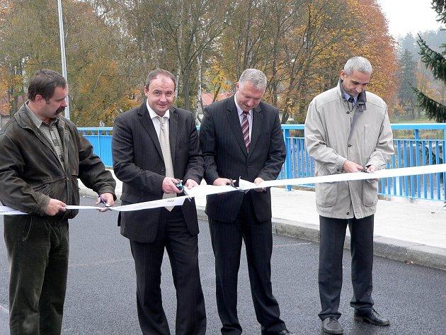 Přes řeku Blanici byl ve středu 15. října slavnostně otevřen zrekonstruovaný most. Celkové náklady na opravu ve výši 16 milionů korun hradil Jihočeský kraj.
