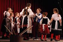 Dům kultury v Milevsku hostil devět dětských folklorních souborů.