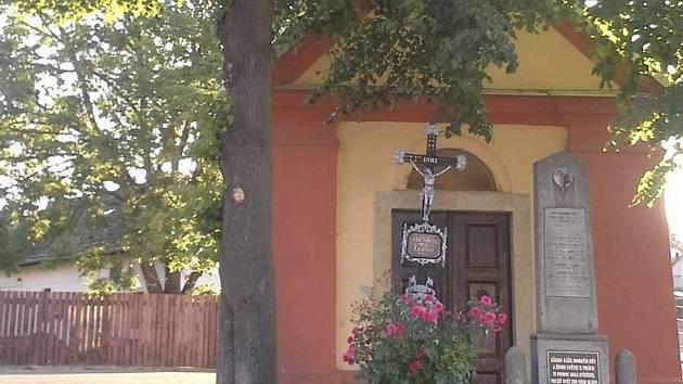 Kaplička na návsi v Oldřichově.