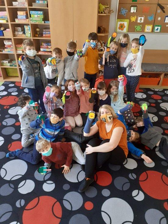 Ponožkohraní děti bavilo.