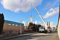 Montování nové budovy školky v Mirovicích.