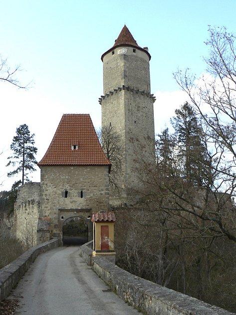 ZVÍKOV. Královský hrad na soutoku Otavy a Vltavy je  velmi oblíbený pro svou atraktivní a nezaměnitelnou polohu nejen mezi turisty, ale i filmaři. Natáčela se zde třeba pohádka Lotrando a Zubejda.