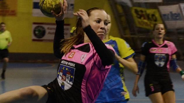 STŘÍLELA OSTRÝMI. Michaela Boorová odehrála s Bratislavou střelecky nejpovedenější utkání. Dala osm branek.