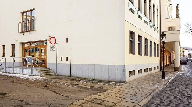 Divadlo Fráni Šrámka - vchod do Senior pointu a k pokladně.