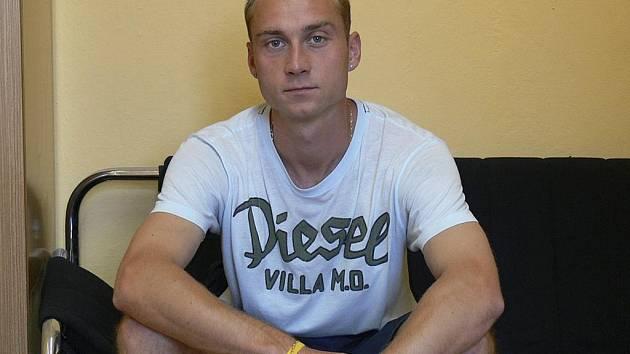 Po několika letech strávených v klubu FC Písek odešel Josef Šácha hrát fotbal do divizních Domažlic.