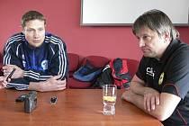 Průběh jihočeského fotbalového derby ve třetí lize Písek - Sezimovo Ústí hodnotili trenéři obou týmů: hostující Luboš Zákostelský (vlevo) a domácí Karel Musil.