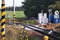 Železniční přejezd u Mirovic je nový a bezpečný.