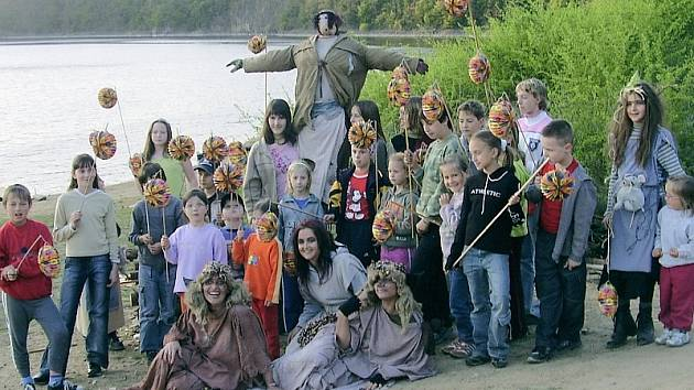 Děti na diatáboře na Štědroníně uspořádaly úžasný maškarní rej. Masky se jim opravdu podařily.
