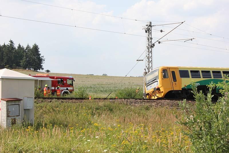 Nehoda na železničním přejezdu u Smrkovic v roce 2018. Při střetu traktoru s osobním vlakem se zranilo deset lidí.