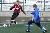 Michal Held (na snímku vlevo z přípravného zápasu Písku s Voticemi) chtěl vyhrát úvodní jarní zápas České fotbalové ligy s béčkem prvoligové Slavie. Úspěšnější byl ale soupeř, který vyhrál 2:0.