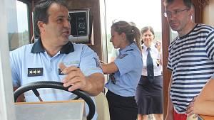 OBRAZEM: Policisté kontrolovali Orlík, ministr dopravy poslouchal stížnosti