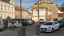 Závory ohlídají kapacitu parkoviště, stání ale bude dál bezplatné.