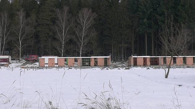 Práce na lesovně se nezastavily ani v zimě.