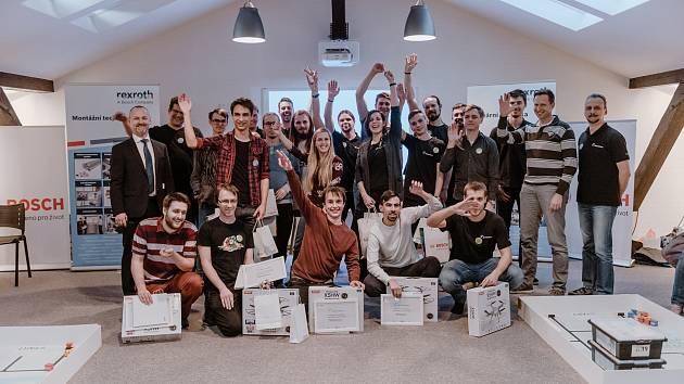 Studenti stavěli a programovali roboty. Ve vítězném týmu byli i Písečáci.