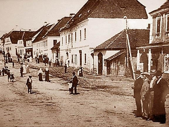 Historická fotografie centra Mirotic