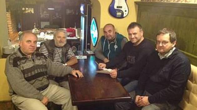 MINULOST - PODEPSÁNÍ KOALIČNÍ SMLOUVY. Na snímku je Miroslav Doubek (Svobodní), Radovan Köhler (ANO 2011), Lubomír Šrámek (TOP 09), Ivan Radosta (Jihočeši 2012) a Martin Třeštík (ČSSD).