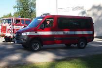 Slavnostní předání nového dopravního hasičského auta.