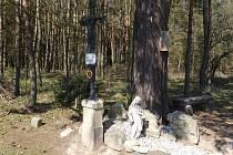 Kříž nad Oslovem připomíná epidemii.