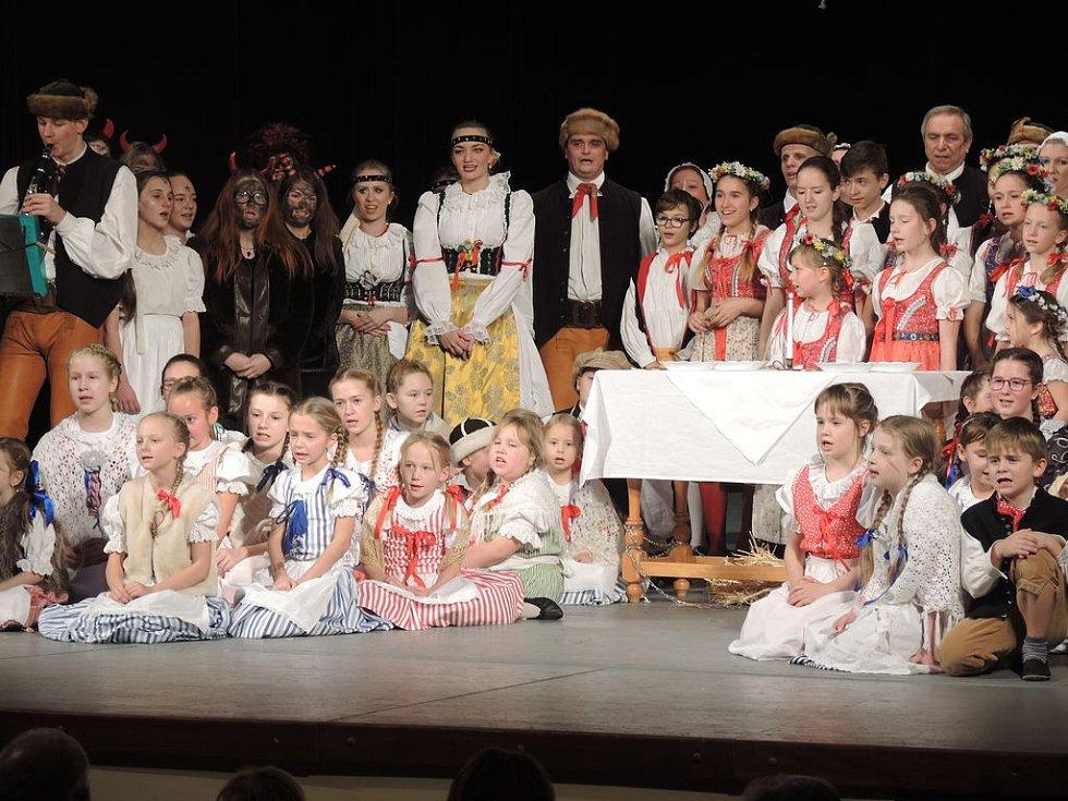 Písečan uspořádal Folklorní virtuální ples