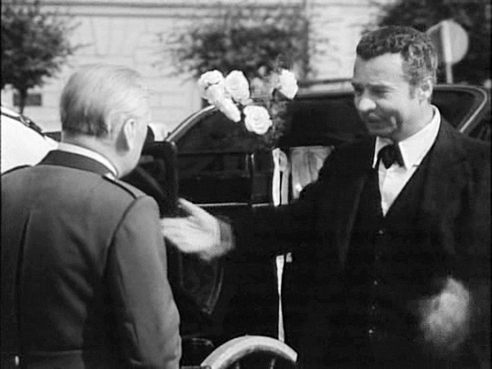 KOČÍ. Ve stejném roce jako Lístek do památníku točil František Filip  s Vladimírem Menšíkem také legendární Chalupáře.