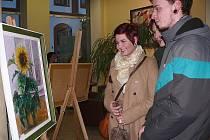 V hotelu Bílá růže byla v pondělí v podvečer slavnostní vernisáž výstavy  dvou amatérských umělců: Tomáše Majdla a jeho dcery Veroniky Majdlové.