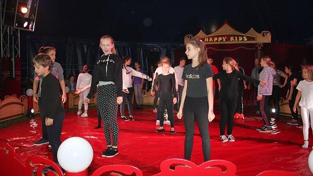 Děti vystoupí v cirkusovém šapitó jako skuteční artisté