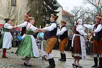 Jarní slavnost na Kamenném mostě.