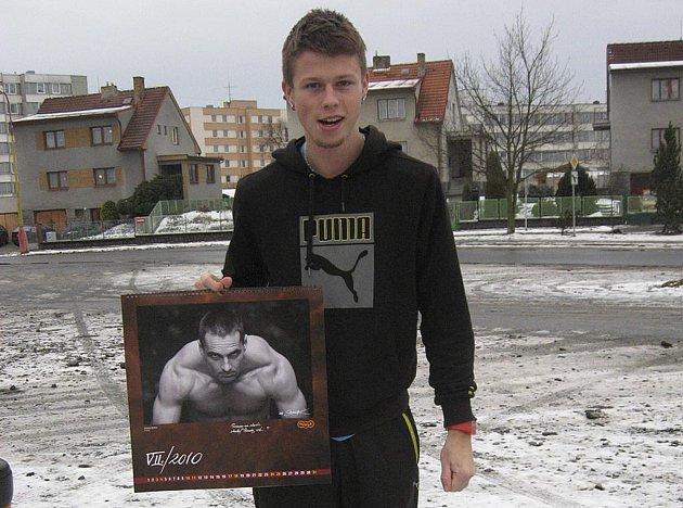 Atlet pražské Dukly a český reprezentant Lukáš Šťastný (na snímku) představuje kalendář Dukly Praha 2010.