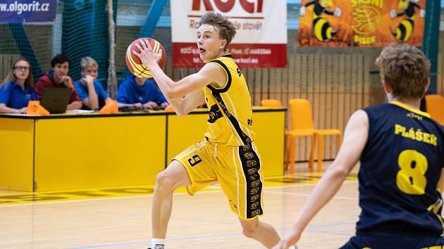 Basketbaloví kadeti na úvod soutěže porazili ostravské soupeře.