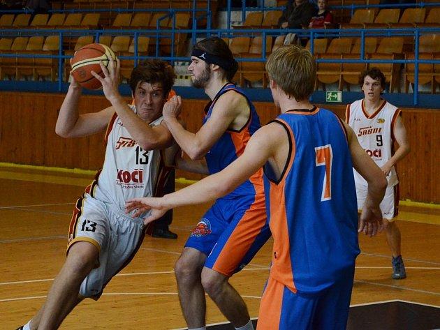 Basketbalisté týmu Sršni Písek B sehrají o víkendu na domácí palubovce úvodní zápasy nového ročníku krajského přeboru. Jejich soupeři budou celky Spartaku Kaplice a Lions Jindřichův Hradec B.