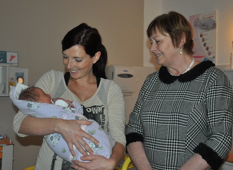 Starostka Eva Vanžurová navštívila první miminko roku 2018.