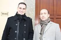 Ladislav Bendula (vlevo), provozovatel kavárny Harlekýn v Domě kultury Milevsko, a jeho právní zástupce advokát Petr Schön.