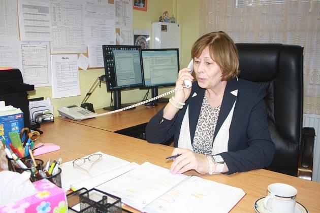 I v poslední den Eva Vanžurová vyřizovala několik záležitostí ještě ve funkci ředitelky školy.