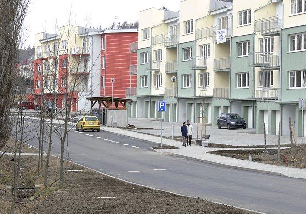 BYTY.  Nová lokalita bytových domů vyrůstá ma okraji Písku u Zemského hřebčince. V první etapě  bylo již dokončeno  66 bytů, dalších 150 bude postupně postaveno.