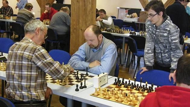 Družstvo ŠACHklubu Písek zvítězilo v devátém kole druhé ligy v Táboře nad béčkem místního Sokola 4,5:3,5 a získalo tolik potřebné body pro záchranu v soutěži.