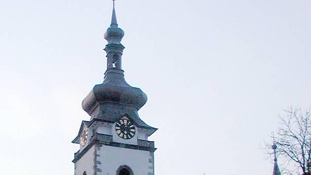 Budou se z věže brzy rozhlížet turisté i Písečáci? Zatím nikdo neví...