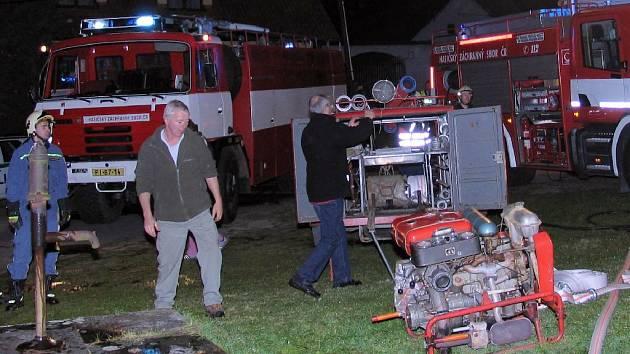 Zásah hasičů v Jehnědnu