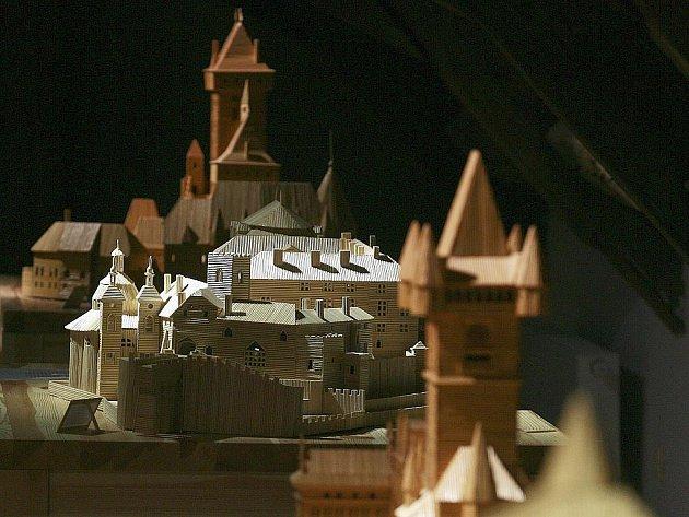 Ladislav Novák z Myšence u Protivína se zasloužil o český rekord. Vytvořil největší kolekci historických objektů slepených ze špejlí.